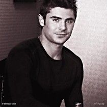 @ZacEfron doing round table interviews for the @NeighborsMovie...