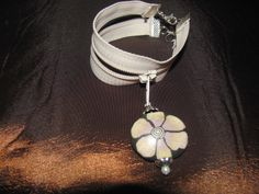 bracelet floral with zipper