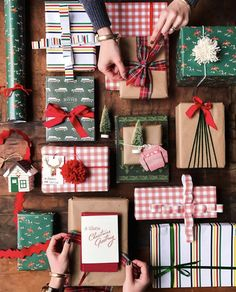 55 Chic Christmas Gift Wrapping Ideas to Surprise Your Family And Friends Christmas Gift Wrapping, Diy Christmas Gifts, Holiday Gifts, Christmas Decorations, Christmas Mood, Noel Christmas, Holiday Fun, Creative Gift Wrapping, Wrapping Ideas