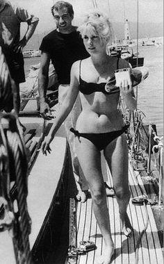 Catherine Deneuve in a bikini, Roger Vadim summer style. Lana Turner, Will Turner, Rita Hayworth, Brigitte Bardot, Natalie Wood, Jane Fonda, Classic Hollywood, Old Hollywood, Hollywood Divas