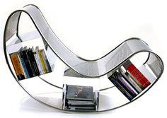 Ik vindt dit een speciale vorm hebben, omdat het een hobbelige vorm is en als je een boek wilt lezen kan je die uit het onderste deel pakken van de stoel.