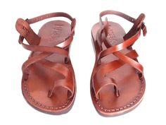 VENTA Nuevas sandalias de cuero con tirantes. Zapatos para