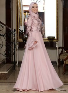 The perfect addition to any Muslimah outfit, shop Al-Marah's stylish Muslim fashion Dusty Rose - Fully Lined - Crew neck - Muslim Evening Dress. Find more at Modanisa! Muslim Gown, Muslim Evening Dresses, Hijab Evening Dress, Hijab Dress Party, Black Evening Dresses, Party Dresses, Nikkah Dress, Gown Dress, Dresses Elegant