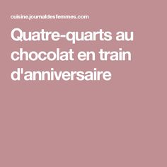 Quatre-quarts au chocolat en train d'anniversaire