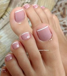 Pin by Vânia Alvarenga on Unhas Elegantes in 2020 Elegant Nails, Classy Nails, Trendy Nails, Pretty Toe Nails, Cute Toe Nails, Pedicure Designs, Toe Nail Designs, French Toe Nails, Manicure And Pedicure