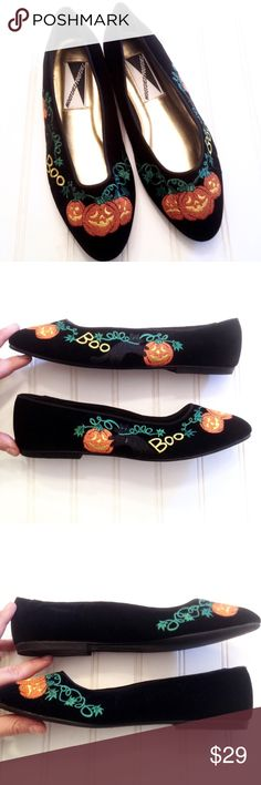 """Halloween embroidered Mootsies Tootsies flats Absolutely darling and ready for your holiday festivities, these embroidered black velvet flats from Mootsies Tootsies have a trio of carved pumpkins over the toe box, the word BOO, and a black cat frolicking among a pumpkin's vines-- everything you need to get in the spirit! Size 8 but run a little small. Insole: 9 3/4"""". Width at widest on bottom: 3 1/4"""". Flawless, nearly new condition-- see pics for proof! Feel free to ask questions or make an…"""