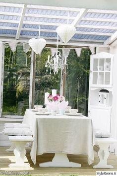 vaalea,maalaisromanttinen,kesäkeittiö Outdoor Living, Outdoor Decor, Table Decorations, Furniture, Gardens, Dreams, Home Decor, Terrace, Courtyards