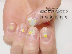 いかがでしたか?可愛いネイルをしていると、指先が目に入るたびにハッピーな気分になれますよね♡「hokune」で自分らしい北欧ネイルにトライしてみませんか?