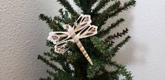 Shell Ornaments, Holiday Ornaments, Coastal Christmas, Christmas Items, Sea Life Crafts, Starfish Tree Topper, Wooden Spool Crafts, Crafts To Make, Christmas Crafts
