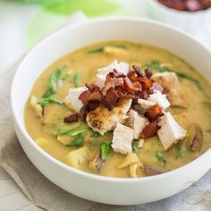 Cauliflower Chicken Chowder: a thick and velvety cauliflower soup filled with chunks of soft potatoes, huge pieces of chicken, peppery arugula and crispy bacon.