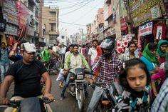 男女比が大きく偏っているインド・ハリヤナ州には結婚相手を探す男性が多い。ソンビール・サインさんは貧しい近隣州に何度か花嫁を買いに行ったこともあるが、値段や条件が折り合わなかった。花嫁探しは12年にわたっている。花嫁を買うのはインドでは一般的。