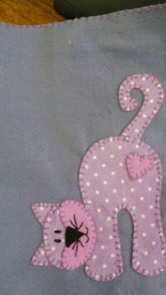 Camiseta infantil com patchcolagem by VenusV - DiyForYou - Craft Ideas - You are in the right place about applique artists Here we offer you the most beautiful pictures about the applique l Baby Quilt Patterns, Applique Patterns, Applique Quilts, Applique Designs, Embroidery Applique, Patchwork Quilting, Machine Embroidery, Embroidery Sampler, Hand Embroidery Patterns Free