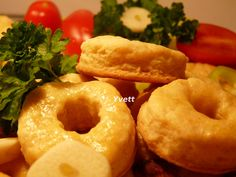 Cesnakovo-syrové pečivo múka hladká prášok do pečiva 4 strúčik. Onion Rings, Christmas Baking, Bagel, Doughnut, Smoothie, Bread, Pizza, Cooking, Ethnic Recipes