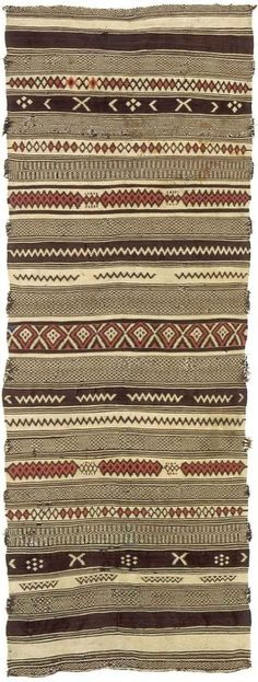 "Tapis marocain / Moroccan rug ~Ethnic&chic~ Rug ~ ""Hanbel"" from the Berber people of Morocco Ethnic Patterns, Textures Patterns, Textile Design, Textile Art, Motifs Textiles, 8bit Art, African Textiles, African Rugs, Textile Texture"