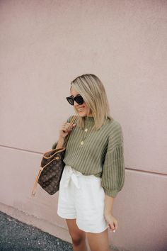 Stephanie S. Short Outfits, Casual Outfits, Cute Outfits, Fashion Outfits, Spring Street Style, Spring Summer Fashion, Spring Outfits, Green Sweater Outfit, Sweater And Shorts