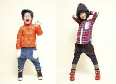 mol paws pants - for a boy or a girl, actually. love those paw pockets. must steal this idea!