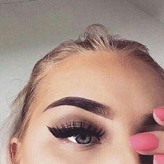 Eye Makeup Trends: Top 7 Eyeliner Styles You Must Check Out! Makeup Goals, Love Makeup, Makeup Inspo, Makeup Tips, Flawless Makeup, Skin Makeup, Makeup Eyebrows, Makeup Trends, Hair Colorful