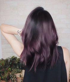 Amethyst magic by @nchychen of @harts_salon 🇸🇬. The #RedkenRecipe: 1️⃣ On pre-lightened level 7-8 hair: Shades EQ 07v + 03v + solution…