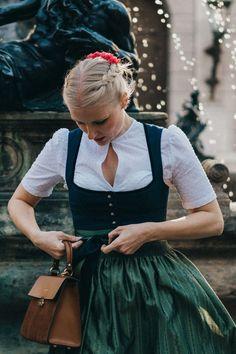 Auf Dirndlschleifchen teilen wir die schönsten Dirndl- und Trachtentrends. #Dirndl #Tracht Beautiful Dresses, Nice Dresses, Dirndl Dress, Twist And Shout, German Fashion, Folk Costume, Couture, Mode Inspiration, Neue Trends
