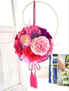 ピンクのお花のボールブーケ。すべて造花です。 Silk Flower Bouquets, Silk Flowers, Wreaths, Decor, Flowers, Decoration, Door Wreaths, Deco Mesh Wreaths, Decorating