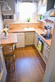 Kitchen Tiles, Kitchen Layout, Diy Kitchen, Kitchen Decor, Kitchen Countertops, Kitchen Wood, Kitchen Small, Kitchen Fixtures, Kitchen Cabinets