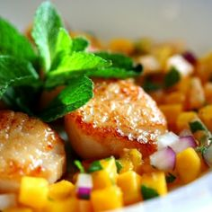 Seared Sea Scallops with Mango-Melon Salsa: SUMMER IS HERE!!