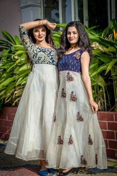 Best 12 has become the women and girls most favorite style statement to look stylish with the charming traditional look. These classy yet trendy kurtas are so comf – SkillOfKing. Long Gown Dress, Sari Dress, Anarkali Dress, Churidar Designs, Kurta Designs Women, Long Kurta Designs, Kalamkari Designs, Simple Kurti Designs, Kalamkari Dresses