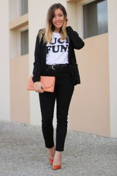 Black and white outfit with high waisted jean #fashion #fashionblogger #ootd #outfit
