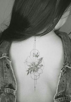 32 Extraordinary Floral Back Tattoo Ideas For Mature Women! - Page 3 of 32 - Extraordinary Floral Back Tattoo Ideas For Mature Women! - Page 3 of 32 - GetbestIdea Tattoo Platzierung, Piercing Tattoo, Piercings, Elegant Tattoos, Pretty Tattoos, Beautiful Tattoos, Mini Tattoos, Body Art Tattoos, Small Tattoos