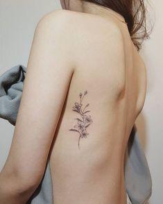 Tattoo girl is so beautiful tattoo placement Tattoo girl is so beautiful Tattoos Bein, Side Tattoos, Body Art Tattoos, Tatoos, Piercing Tattoo, Arm Tattoo, Spine Tatto, Tattoo Art, Piercings