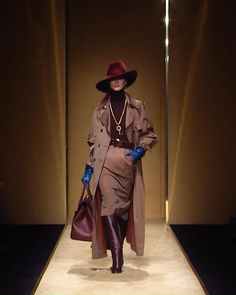 Couture Fashion, Paris Fashion, Runway Fashion, Womens Fashion, Next Fashion, Winter Fashion, Dress Up Outfits, Dresses, Cold Weather Fashion