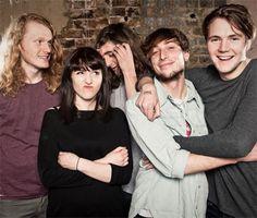 """Die Briten von Let's Buy Happiness zeigen sich kurz vor dem Release ihres Debüt-Albums """"Chants For Friends"""" in einer Session für RTTV, in der sie ihre aktuelle Single """"Run"""" in toller Version vorstellen."""