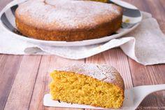 La torta carote e mandole con la farina di farro è semplice da preparare grazie all'aiuto del bimby. Scopri la ricetta.