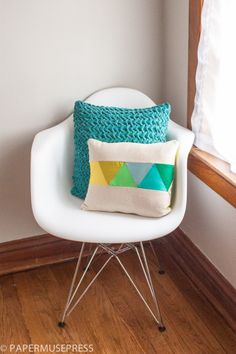 Geometric pillow that's easy for you to sew.
