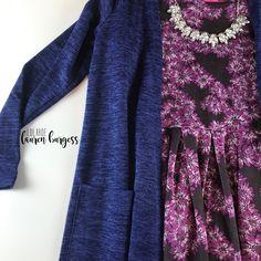 LuLaRoe Lauren Burgess VIP Boutique has members. Lularoe Lindsay Kimono, Sarah Cardigan Lularoe, Lularoe Amelia Dress, Cool Necklaces, Jacquard Fabric, Lula Roe Outfits, Layered Look, Clothing Items, Flat Lay
