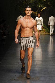 dolce-and-gabbana-ss-2014-men-fashion-show-runway-18.jpg 1,600×2,400 pixels