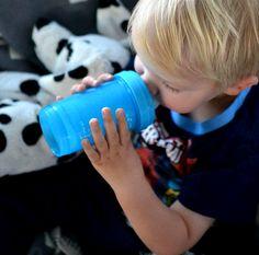 Nils enjoying some water! #twistshake #babybottle #twistshakecookiecrumb