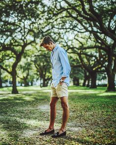 guys with sperrys outfit * sperrys guys outfit ; guys in sperrys outfit ; guys with sperrys outfit ; guys outfits with sperrys ; men outfits with sperrys guys ; Frat Style, Sporty Style, Preppy Style Men, Preppy Mens Fashion, Sporty Fashion, Style Fashion, Beach Fashion, Fashion Trends, Preppy Mode