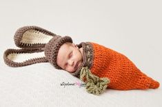 Liz Erickson posted Baby Bunny Hat, Carrot Cocoon and Carrot to their -Triple E Crafter Fabric Shop and Goodies- postboard via the Juxtapost bookmarklet. Baby Bunny Outfit, Bunny Hat, Crochet Bunny, Hand Crochet, Crochet Hats, Easter Crochet, Baby Bunnies, Easter Bunny, Baby Carrots
