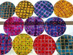 gallette en quadrillage avec pastels et encre + papier crépon froissé