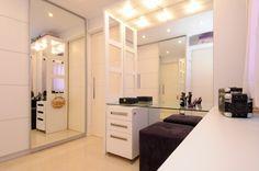 Closet planejando clean e sofisticado.