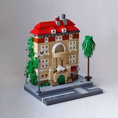 No idea what this scale is called? Mid-scale? Well, it's #bricksized anyway  #legohouse #midscale #house #lego #brickstagram #brickmania #toyphotography #legophotography #legostagram by bricksized