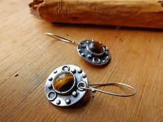 Sterling Silver & Tiger's eye Mandala Earrings . por PuntoPausa