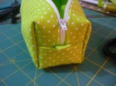 Easy 20 Sewing tutorials tips are offered on our web pages. Check it out and you wont be sorry you did. Coin Couture, Couture Sewing, Sewing Hacks, Sewing Tutorials, Sewing Tips, Diy Trousse, Porta Lingerie, Diy Bags Purses, Little Bag