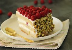 Raspberry, cheese and pistachios cake Cake Icing, Fondant Cakes, Pistachio Cake, Raspberry Cake, Cake Recipes, Sweet Treats, Cheesecake, Cooking Recipes, Baking