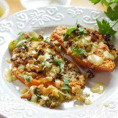 Batat zapiekany z warzywami i sosem musztardowo - pomarańczowym | Dietoterapia Lenartowicz Pasta Salad, Food And Drink, Ethnic Recipes, Crab Pasta Salad