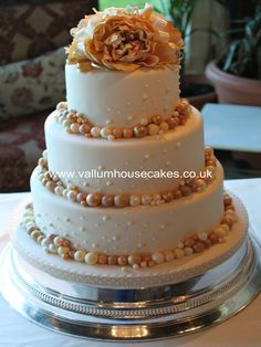 Wedding cake with gold pearls
