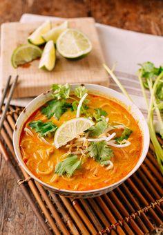 Curry Mee Malaysian Noodle Soup - Dünya mutfağı - Las recetas más prácticas y fáciles Malaysian Curry, Malaysian Food, Malaysian Recipes, Malaysian Cuisine, Curry Noodles, Beef And Noodles, Egg Noodles, Noodle Recipes, Soup Recipes