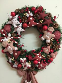 50 Simple Yet Pretty DIY Christmas Wreath Ideas For The Coming Holiday - Chic Hostess Fabric Christmas Decorations, Christmas Advent Wreath, Christmas Wreaths To Make, Christmas Sewing, Noel Christmas, Holiday Wreaths, Christmas Candles, Diy Wreath, Wreath Ideas