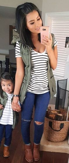 #fall #outfits women's black and white stripes scoop-neck shirt and distressed blue jeans outfit https://womenfashionparadise.com/